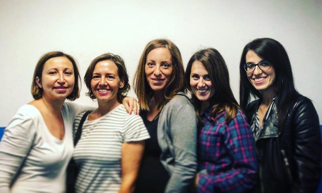Le mamme della Stoviglioteca di Niguarda. Da sx: Serena, Itzi, Francesca, Rossella e Sissi.
