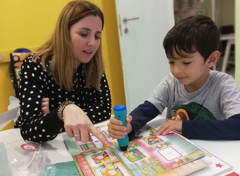 Davide con Laura Raventos, Direttrice della Scuola Kids&Us Cagliari Centro